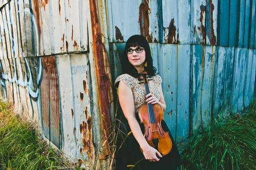 800px-April_Verch_Nov_2012_in_Asheville,_NC_DSC_8665