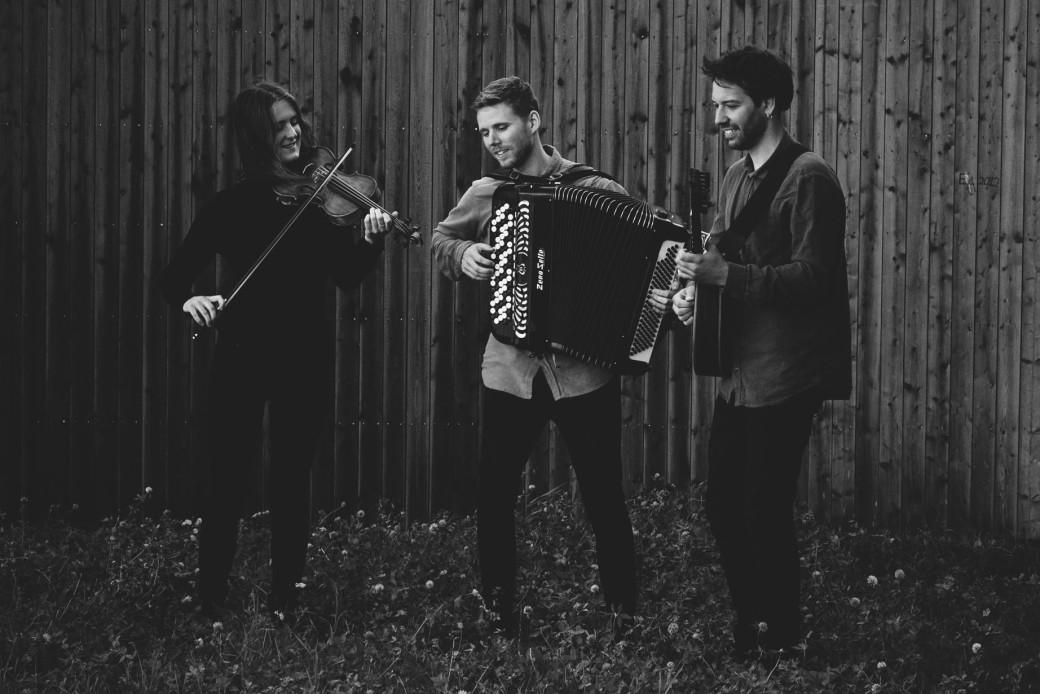trio Wolski med instrument webb