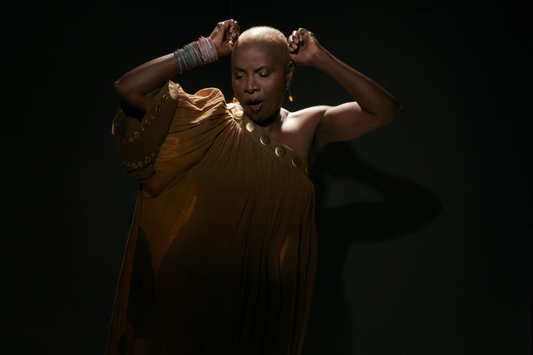 KIDJO_images_uploads_gallery_PRESSEANGELIQUE_KIDJO_E1117_40x30__Credit_Laurent_Seroussi WEBB